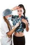 Arts die aan patiënt met stethoscoop luistert Royalty-vrije Stock Fotografie