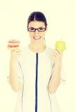 Arts die een appel houden en doughtnuts Stock Foto's