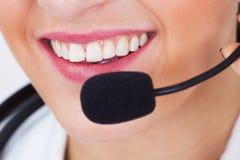 Arts die hoofdtelefoon met behulp van Stock Fotografie