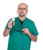 Arts die met een stethoscoop luistert Royalty-vrije Stock Afbeelding