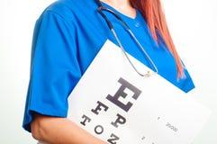 Arts en test voor oogonderzoek Royalty-vrije Stock Fotografie
