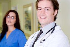 Arts en verpleegster Stock Afbeeldingen