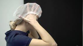 Arts gezet op masker stock video