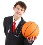 Arts met een basketbal Stock Foto