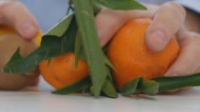 Arts Recommendation Replace Pills en Drugs met Verse Vruchten Vitaminen stock footage