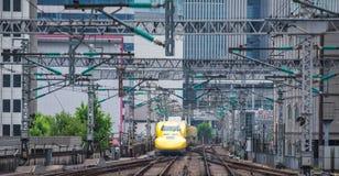 Arts Yellow, de treinen van de hoge snelheidstest Royalty-vrije Stock Afbeeldingen