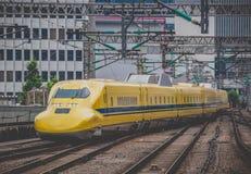 Arts Yellow, de treinen van de hoge snelheidstest stock foto's