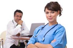 Artsen bij het ziekenhuis Stock Foto's