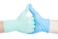 Artsen die handen houden samen als collega's Stock Afbeeldingen