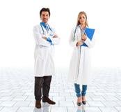 Artsen in een heldere ruimte Royalty-vrije Stock Afbeeldingen