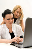 Artsen en laptop royalty-vrije stock afbeelding