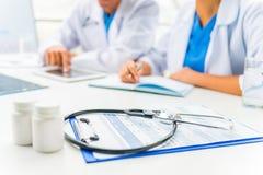 Artsen in het ziekenhuis Stock Foto