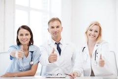 Artsen op een vergadering Royalty-vrije Stock Afbeeldingen