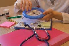Artsenconcept in hostpital Medisch en gezondheidszorgconcept Royalty-vrije Stock Foto's
