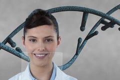 Artsenvrouw met 3D DNA-bundel tegen grijze achtergrond Stock Afbeelding