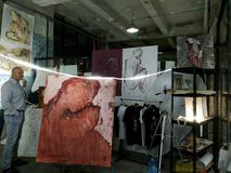 artsiest 人们 AkT美术画廊  直到陈列的午夜的最后的陈列艺术 免版税库存照片