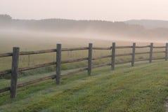 Artsy туманная загородка рельса утра Стоковая Фотография RF