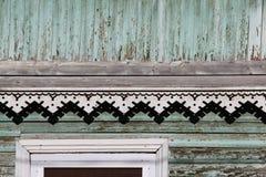artsy decorversiering en klassiek oud blokhuis de driehoekige turkooise kleur van de patronen houten textuur stock afbeeldingen