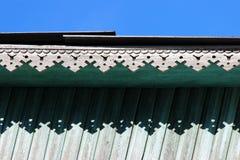artsy decorversiering en klassiek oud blokhuis de driehoekige turkooise kleur van de patronen houten textuur stock fotografie