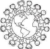 Żartuje świat - dzieci na kuli ziemskiej royalty ilustracja