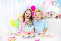 Żartuje przyjęcia urodzinowego z tortem Zdjęcie Stock