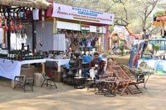 Artykuł wstępny: Surajkund, Haryana, India: Dzielnicowi rzemiosło sklepy w 30th zawody międzynarodowi wykonują ręcznie karnawał Fotografia Stock