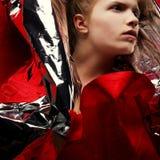 Artystående av den trendiga rödhåriga modellen Royaltyfri Fotografi