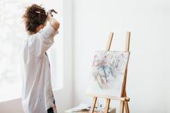 Artysta męczący po rysować, wytarcia czoło zdjęcia royalty free