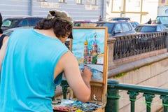 Artysta maluje świątynię wybawiciel na krwi Zdjęcie Stock