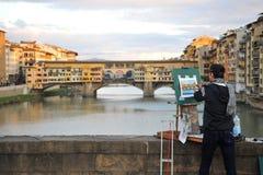 Artysta maluje mosty Florencja miasto, Włochy Obraz Royalty Free