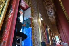 Artysta rysuje pasiastą Tajlandzką sztukę Zdjęcie Stock