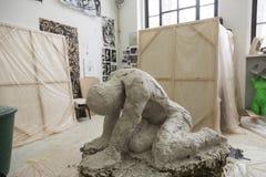 Artysty narządzania tynku foremka jej rzeźba obrazy royalty free