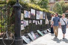 Artysty sprzedawania sztuki praca na Królewskiej ulicie Zdjęcie Stock