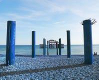 Artystyczna monochromatyczna błękitna wersja Brightons Zachodni molo zdjęcie stock