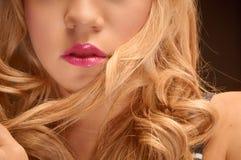 Artystyczna zbliżenie fotografia młoda kobieta obrazy stock