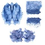 Artystycznej błękitnej akwareli symmetric plamy i tekstury Ręka malujący kleksy i krople, krople Projektów elementy dla kreatywni royalty ilustracja