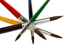 Artystyczni barwioni farb muśnięcia fotografia stock