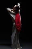Artystyczny żeński tancerz pozuje z powrotem kamera Zdjęcie Royalty Free