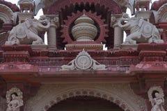 Artystyczny cyzelowanie na czerwonym i białym kamieniu główna brama, bheru tarak dham, Rajasthan, I ndia Fotografia Stock