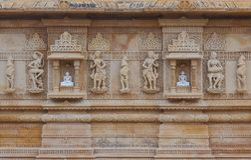 Artystyczny cyzelowanie na czerwonym i białym kamieniu, shankheshwar parshwanath, jain świątynia, gujrat, India Obrazy Stock