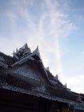 Artystyczny ornament deseniuje dekoracyjnych elementy na dachu wierzchołku Zdjęcia Stock