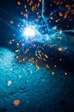 Artystyczny spaw iskier światło, przemysłowy tło obrazy stock