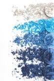 Artystyczny styl rozbijał eyeshadow w różnych cieniach błękit na białym tle Obrazy Stock