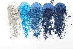 Artystyczny styl rozbijał eyeshadow w różnych cieniach błękit na białym tle Obraz Royalty Free