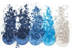 Artystyczny styl rozbijał eyeshadow w różnych cieniach błękit na białym tle Obraz Stock