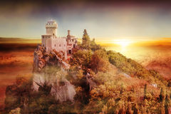 Artystyczny widok San Marino wierza: fratta przy zmierzchem lub Cesta Zdjęcia Royalty Free