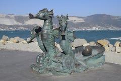 Artystyczny zabytek, seahorses, zaprzęgać w frachcie Groszak jest materiałem statuy Bulwar Admiral Serebryakov Zdjęcia Royalty Free