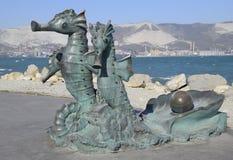 Artystyczny zabytek, seahorses, zaprzęgać w frachcie Groszak jest materiałem statuy Bulwar Admiral Serebryakov Zdjęcie Royalty Free