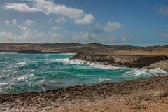 Aruba landskap i den atlantiska sidan Arkivbild