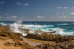 Aruba landskap i den atlantiska sidan Arkivbilder